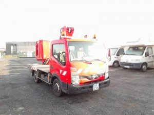 NISSAN CABSTAR 2.5 TD  AVEC NACELLE ROUGE AY-923-PQ