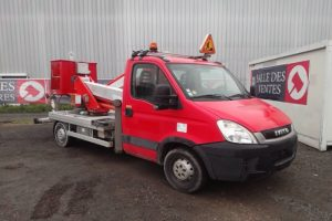 IVECO DAILY 35S11 NACELLE 20M 3492H ROUGE AX-337-RC